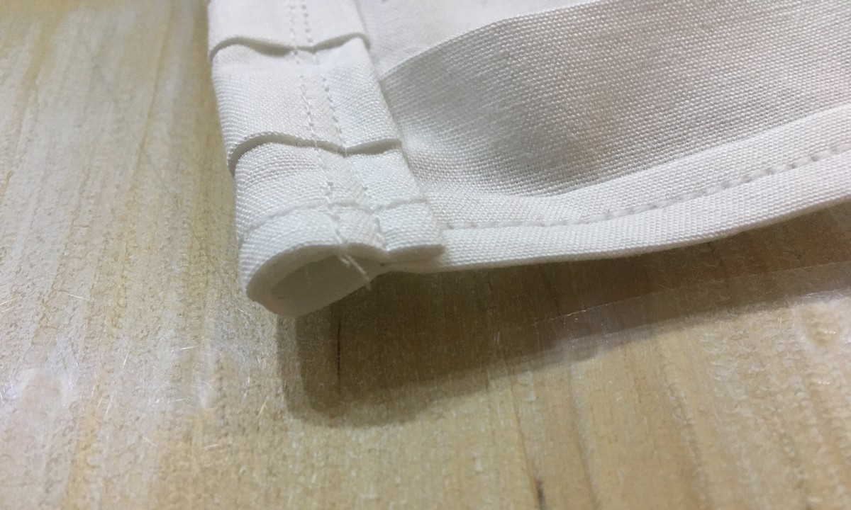 Doma ušité rúško – otvory na gumičky