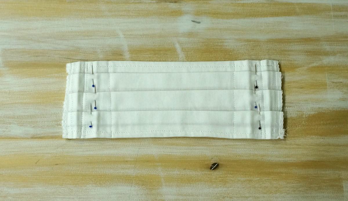 Šitie rúška – použitie špendlíkov na prichytenie záhybov